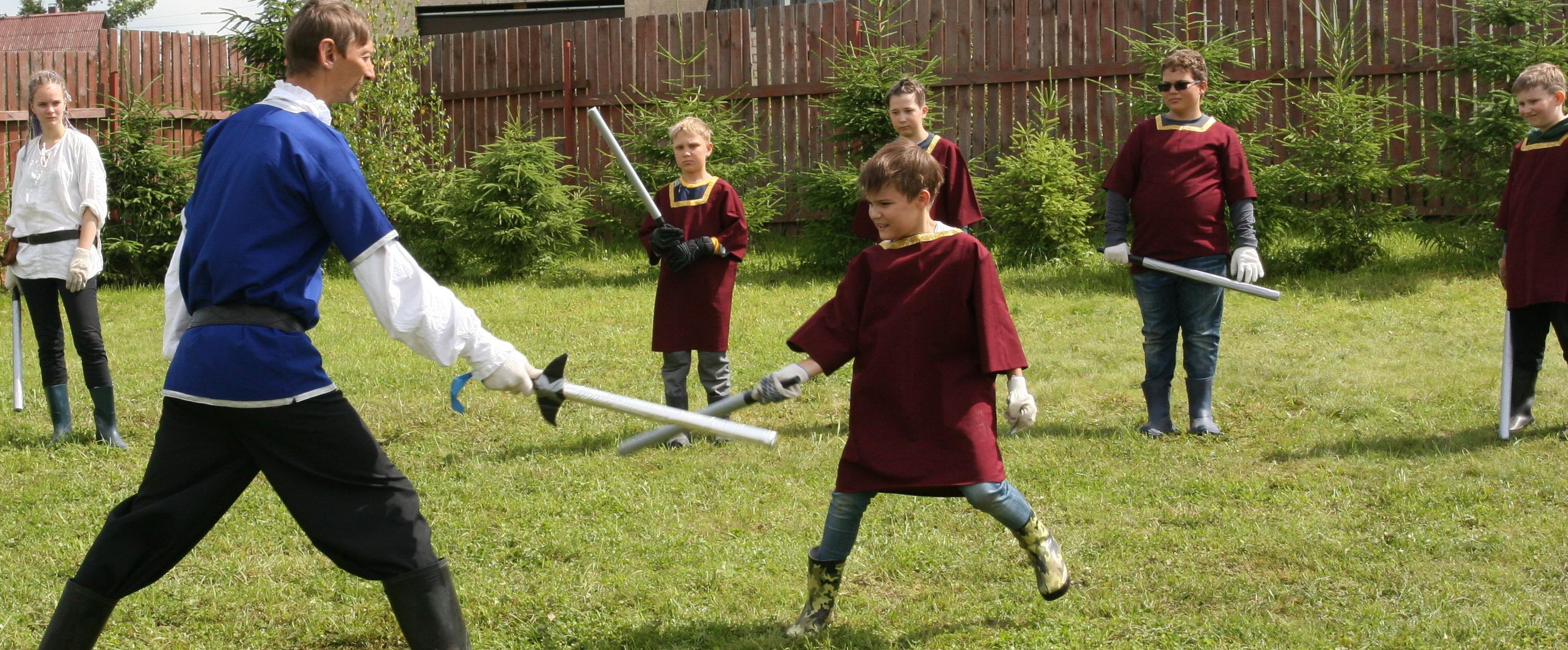 <span>Верные мечи будем испытывать в тренировках по фехтованию</span>