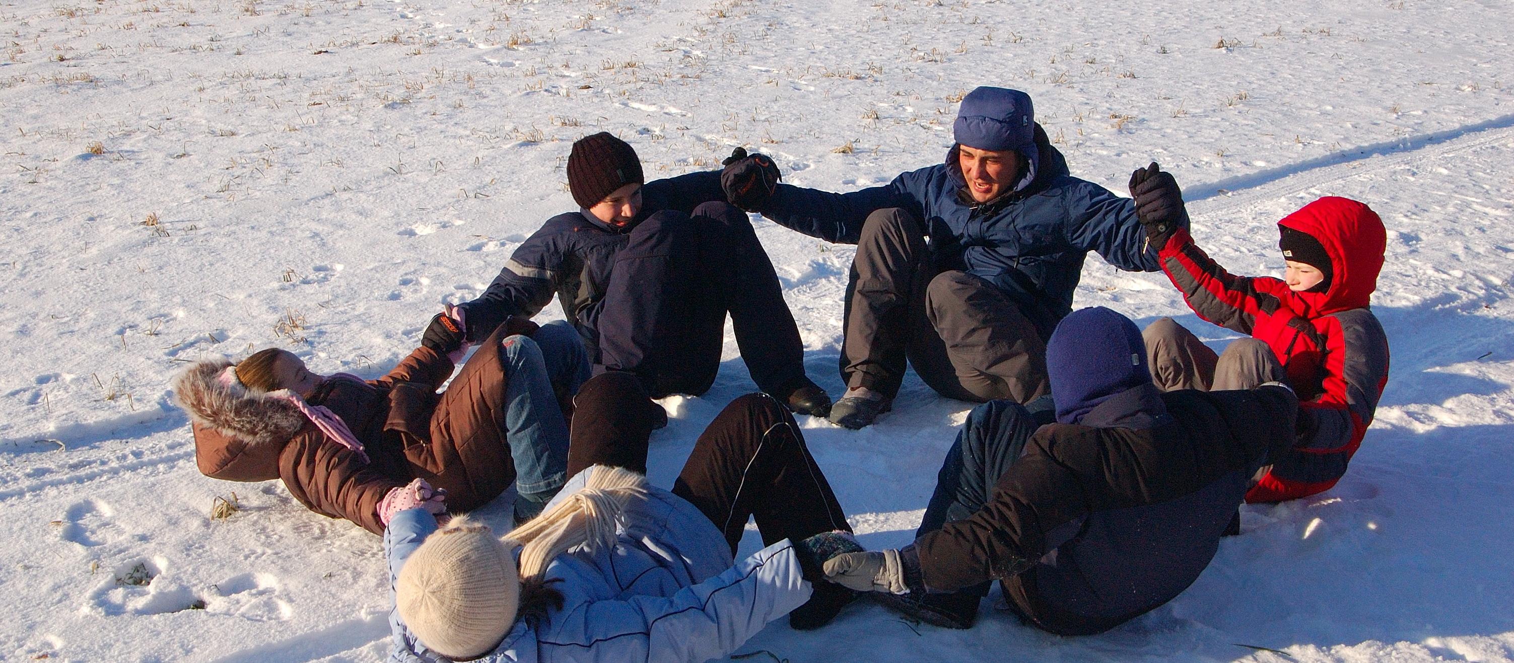 <span>индивидуальное выживание и групповая разработка стратегии</span>