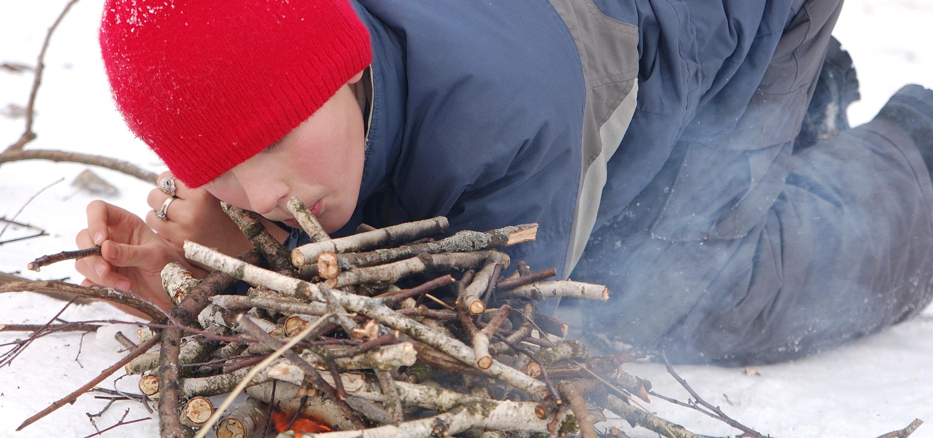 <span>Мы вновь будем оттачивать навыки добычи огня в зимнем лесу</span>